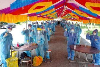 Các đội lấy mẫu cơ động giúp tỉnh Bình Dương xét nghiệm sàng lọc phát hiện ca bệnh.